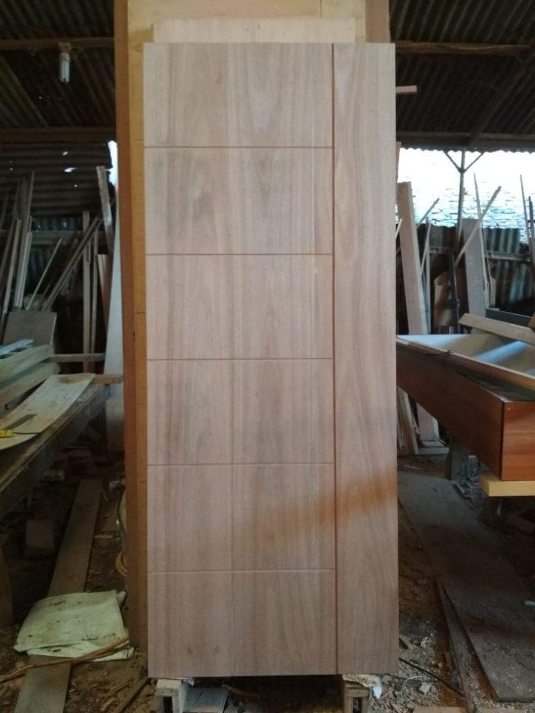 Design Pintu Minimalis Kayu Meranti