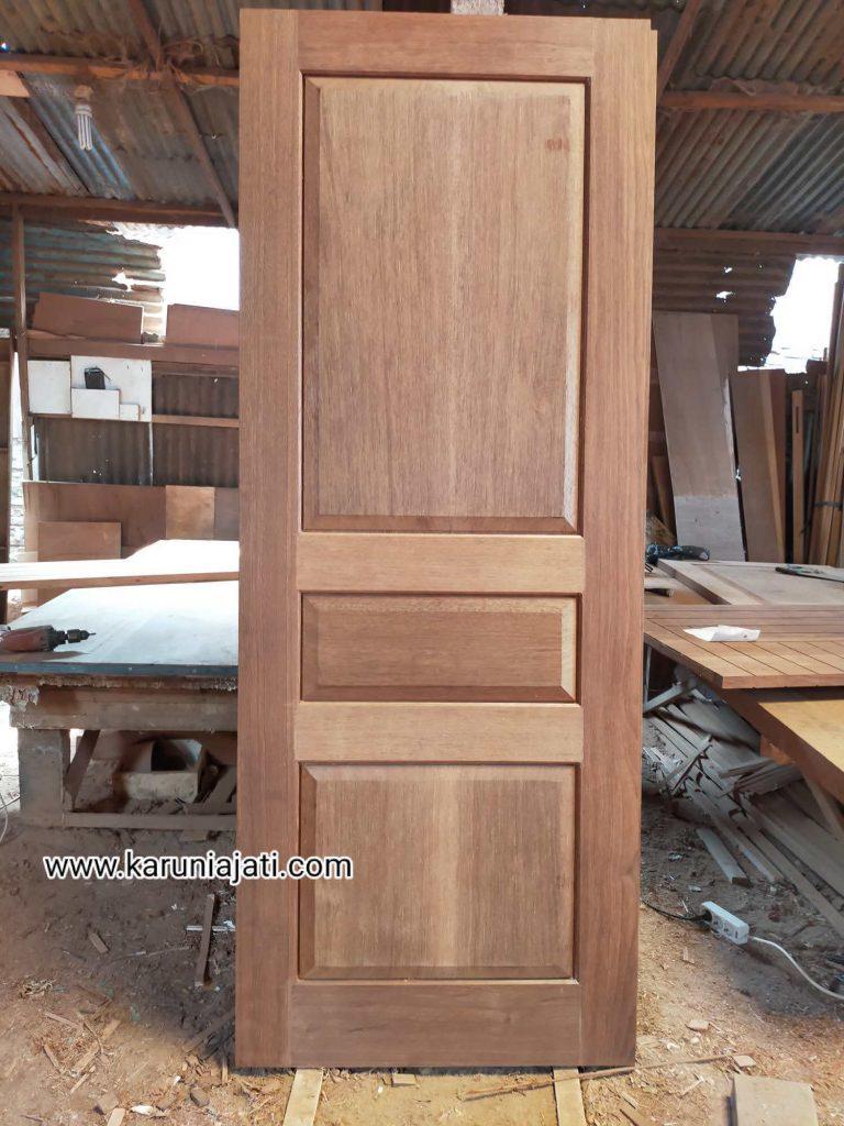 Pintu Merbau Klasik Modern