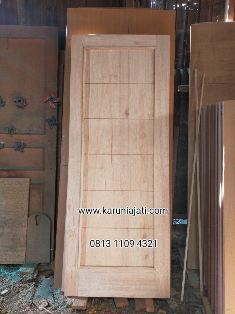 Pintu Kayu Meranti.